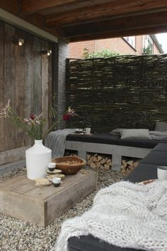 Hele gave tuin inclusief stoere betonnentuinbank!!