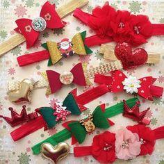 """А у нас коллекция повязочек """"Новый Год"""", как вам? Бантики 2️⃣0️⃣0️⃣ руб. текстильные цветочки с бусинами и стразами в центре 2️⃣3️⃣0️⃣ руб., заколочки (сердечки и короны) по 1️⃣0️⃣0️⃣ руб. Пока всем в одном экземпляре, пишите кому какие отложить Ведь уже начались новогодние фотосессии, успевайте приобрести красивые аксессуары для ваших деток ❗️И не забываем про акцию на отправку повязочек и заколок всего за 1️⃣0️⃣0️⃣ руб. по РФ❗️ #happykids_повязки #instamam_brn #повязки #повязки..."""