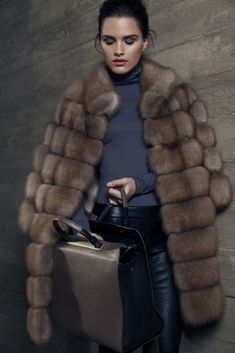 Women from Ukraine and Russia are looking for good, honest and reliable men like you! Winter Wear, Autumn Winter Fashion, Sable Fur Coat, Fur Coat Fashion, Look Blazer, Fur Accessories, Fabulous Furs, Animal Fashion, Chinchilla