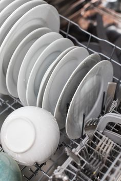 Contrary to popular belief, it is NOT necessary to rinse your dishes before loading them into the dishwasher. Most modern dishwashers are designed to handle, and actually perform better with, a bit of food. Energy Saving Tips, Save Energy, Modern Dishwashers, Small Dishwasher, Frugal Tips, Deep Cleaning, Diy Kitchen, Kitchen Appliances, Budgeting 101