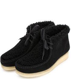Замшевые ботинки с отделкой искусственным мехом 26118596 black sde wlined втачная стелька, ботинки завязываются на шнурки, высота танкетки - 3 см, высота голенища - 9,5 см, обхват голенища - 30 см (для размера 36), купить в интернет-магазине. Цена: 8495