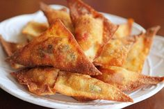 Crispy Southwestern Wontons - can leave the chicken out on some to be made vegetarian. might mess around with the spices a little to kick up the heat