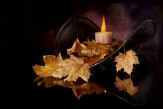 Candles Graphics and GIF Animation for Faceboook Candles In Fireplace, Fall Candles, Candle Lanterns, Candle Lighting, Candle Lamp, Bougie Gif, Gifs, Photo Candles, Candle In The Wind