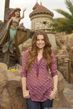 JoAnna Garcia Swisher (Ariel) visits her doppelganger in Walt Disney World - via ontheredcarpet on Tumblr
