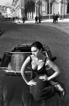 Monica Bellucci. Photo: Ferdinando Scianna. | Black and White