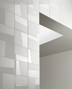 Mosa Murals is a unique and innovative concept for ceramic walls. The Mosa Murals collection consists of three series: Blend, Lines and Change.
