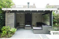 Houten veranda zwart wit - Hoog ■ Exclusieve woon- en tuin inspiratie. Backyard Sheds, Backyard Patio Designs, Backyard Landscaping, Outdoor Rooms, Outdoor Gardens, Outdoor Living, Gazebo Roof, Pavillion, Pergola Design