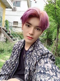 JR (Nu'est), Taeyong (NCT) - Super leaders with superb visuals After finishing gorgeous HD photoshoot, the leader duo from Nu'est and NCT - JR and Taeyong - happily took behind-the-scene selfies together. Lee Taeyong, Nct 127, Taemin, Boyfriend Material, Nct Dream, K Idols, Pop Group, Boy Bands, Rapper
