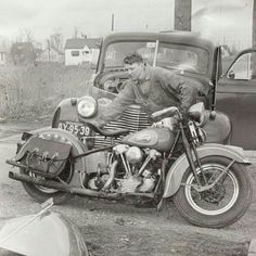 Vintage shots from days gone by! Classic Harley Davidson, Vintage Harley Davidson, Harley Davidson Motorcycles, Hd Vintage, Vintage Biker, Vintage Metal, Antique Motorcycles, American Motorcycles, Indian Motorcycles