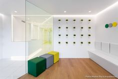 Fotografía recepción y sala de espera - Clínica Dental Javier Arroyo - Pablo Muñoz Payá Arquitectos