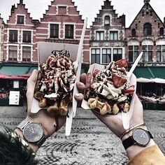1,312 vind-ik-leuks, 66 reacties - Wendy Van Soest (@wendyvsoest) op Instagram: 'When in Belgium you need to eat waffles😋🇧🇪 @thestylevisitor. What's your country famous for?…'