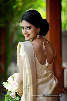 All brides want to find themselves having the ideal wedding day, however for this they require the perfect bridal dress, with the bridesmaid's dresses enhancing the brides dress. These are a variety of ideas on wedding dresses. Christian Wedding Sarees, Christian Bride, Saree Wedding, Wedding Bride, Wedding Tips, Wedding Images, Budget Wedding, Wedding Ceremony, Wedding Bouquet