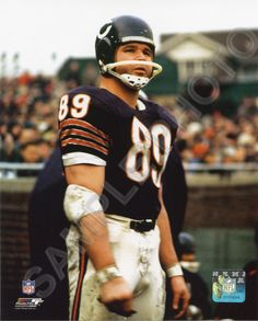 Mike Ditka is below only Al Bundy himself on the pantheon of Chicagoland football heroes. Iron Mike never scored four touchdowns for Polk High. But his own resume is fairly impressive, including killer nachos at his namesake steakhouse. Nfl Football Players, Bears Football, Football Shirts, Football Pics, Football Images, Vikings Football, Football Baby, School Football, Sport Football