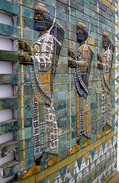 Babylonian archers. In Babylon, the Processional Way ran through the Ishtar gate, which was lined with walls showing about 120 lions, bulls, dragons and flowers on enameled yellow and black glazed bricks.