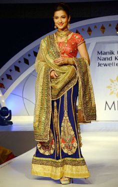 Gauahar (Gauhar) Khan on the ramp in gorgeous Indian wear at a fashion show in Guwahati.