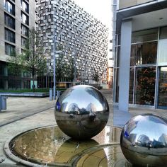 Outside The Crucible #sheffield #snooker #architecture #sculpture #steel