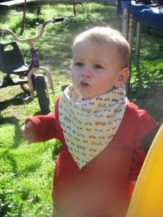 Life on the run: Free Bandana Bib Pattern    I like this one b/c it is larger than the others I've found. Little boys = BIG messes!