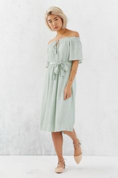 Ecote Gauzy Off-The-Shoulder Midi Dress - Urban Outfitters
