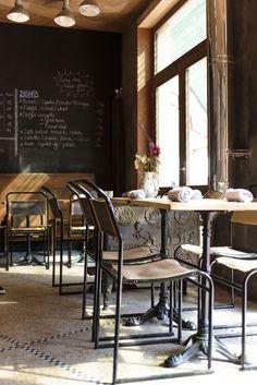 Een nieuw restootje dat specialiseert in comfortfood vlak bij de Dansaertstraat? We are there! Oficina, het kindje van ex-Humphrey - Sanne Van Camp en Orry Sterckx ligt een beetje verscholen in de ...