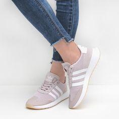 Nos enamora toda la nueva colección de sneakers de #adidas 💕 Descúbrelos aquí https://www.zacaris.com/adidas-originals.htm #zacaris #shoponline #newcollection #adidasoriginals #sneakers