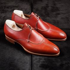 A special pair for the summer months, this iconic Saint Crispin's is made in rust Inca grain leather.
