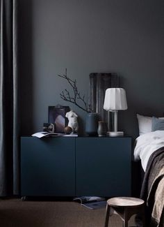 color # Furniture On black furniture and black walls t . - paint Many do not dare to black furniture and black walls. Ikea Bedroom, Home Decor Bedroom, Bedroom Ideas, Design Bedroom, Bedroom Storage, Master Bedroom, Bedroom Retreat, Bedroom Curtains, Bedroom Colors