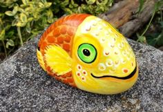 Fish-hand-painted-rock-stone-pebble-NOT-suitable-for-aquarium-no-tank-or-food
