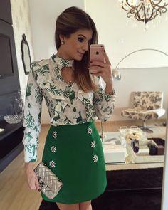 """""""{Green} Look todo @mabumastore Saia estruturada com bordado e blusa de babado! Disponível on-line www.mabumastore.com """""""