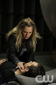 """The 100 -- """"The Other Side"""" -- Image HU411b_0082 -- Pictured (L-R): Eliza Taylor as Clarke and Richard Harmon as Murphy -- Credit: Dean Buscher/The CW -- © 2017 The CW Network, LLC. All Rights Reservedpn"""
