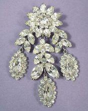 Magnificent Vintage Weiss Floral Rhinestone Brooch.......... Breathtaking piece!
