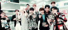 Atrás: Siwon | Ryeowook | Kyuhyun Na frente: Leeteuk | Heechul | Yesung | Donghae | Kangin | Eunhyuk