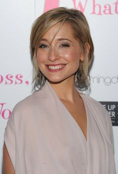 Allison Mack Bra Size, Age, Weight, Height, Measurements - http://www.celebritysizes.com/allison-mack-bra-size-age-weight-height-measurements/