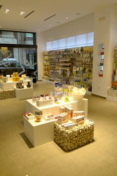Pharmacy Design | Pharmacy Shop | Retail Design | Drug Store | Farmacia Abella - Apotheka
