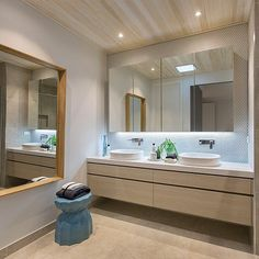 The master ensuite of our Cottesloe styled home. How\'s the mood lighting! #contemporaryhome #modernhome #bathroom #bathroomideas #ensuite #cottesloestyle #floatingvanity #mirror #interiordesign #interiorinspo #homedesign #homedecorating #pdwoodlea #porterdavis #worldofstyle National Tiles @woodlea_estate by worldofstylebyporterdavis discoverdmci.com
