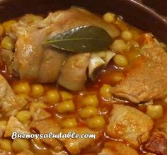 Calluses with chickpeas and pig& trotters. Our chef& recipe, commented step by step - Comidas - Chef Recipes, Meat Recipes, Cocotte Le Creuset, Chana Masala, Stew, Pork, Dishes, Vegetables, Cooking