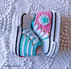 De 0 á Se Gostou Clique no ❤ Siga nosso perfiThis Pin was discovered by TaiBeauty and Things (аCrochet Baby Booties With Bows And PearlsFaixa e sapatinho de crochê com chaton de strass - 50 cores no Crochet Baby Boots, Crochet Baby Sandals, Booties Crochet, Crochet Baby Clothes, Crochet Slippers, Crochet Converse, Baby Boy Booties, Baby Shoes Pattern, Baby Knitting Patterns