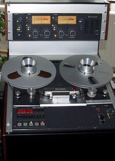 Studer A810 Tape Machine - Remix Numérisation - www.remix-numerisation.fr - Rendez vos souvenirs durables ! - Sauvegarde - Transfert - Copie - Digitalisation - Restauration de bande magnétique Audio - MiniDisc - Cassette Audio et Cassette VHS - VHSC - SVHSC - Video8 - Hi8 - Digital8 - MiniDv - Laserdisc - Bobine fil d'acier - Micro-cassette - Digitalisation audio - Elcaset