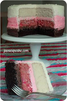 {Tutorial} Neapolitan Layer Cake - Learn to make chocolate, strawberry and vanilla cake layers covered in chocolate, strawberry and vanilla buttercream! Sweet Desserts, Just Desserts, Delicious Desserts, Italian Desserts, Sweet Recipes, Yummy Recipes, Cupcake Recipes, Cupcake Cakes, Cupcakes