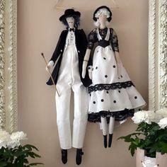 couple de poupées tissu noir et blanc, à pois, d'inspiration tilda : Accessoires de maison par dame-brigitte