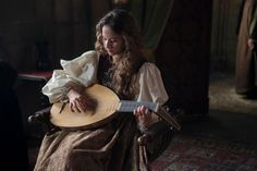 """Irene Escolar as Infanta Juana in the spanish tv series """"Isabel"""", playing the lute."""