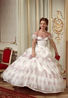 Romy Schneider in the title role in 'Sissi: The Young Empress' Costume design by Leo Bei, Gerdago and Franz Szivats. Set in century Vienna. Victorian Gown, Victorian Fashion, Princesa Sissi, Empress Sissi, Hollywood Costume, Period Outfit, Movie Costumes, Costume Design, Beautiful Dresses