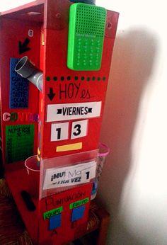 Uno de los laterales de la máquina. Teaching, Languages, Diy Ideas, Spanish, Recycled Materials, Idioms, Craft Ideas, Education