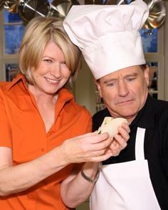 Celebrity Dishes: Robin Williams joins Martha to make delicious chile-rubbed skirt steak tacos.