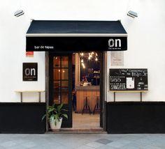 Ovejas Negras, sencillez con un toque vintage en un nuevo bar de tapas de Sevilla.