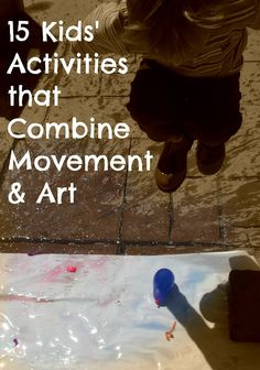 15 activities for kids that combine movement and art (like: flip flop painting and writing with sticks and taking pics) Physical Activities For Kids, Movement Activities, Gross Motor Activities, Gross Motor Skills, Toddler Activities, Preschool Activities, Music And Movement, Preschool Art, Art Classroom