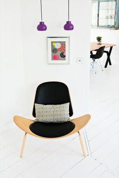 White room / CH07 Shell chair By Hans Wegner / Eames DSR black chair