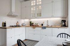 Lemn nefinisat și accente pământii în amenajarea unui apartament de 50 m² Jurnal de design interior