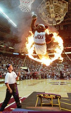 Why basketball is the best thing in the world. Cool Basketball Pictures, Jazz Basketball, Nba Pictures, Basketball Skills, Basketball Funny, College Basketball, Basketball Legends, Nba Basket, Memphis Grizzlies
