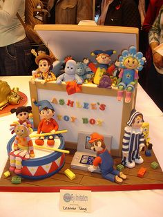 A Cake that looks like a toy box!! Awesome!