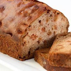 Fuji Apple Bread: an easy bread full of Fuji apples, apple sauce and cinnamon. Apple Recipes Easy, Baking Recipes, Healthy Recipes, Apple Desserts, No Bake Desserts, Bread Kitchen, Apple Bread, Easy Bread, Seasonal Food